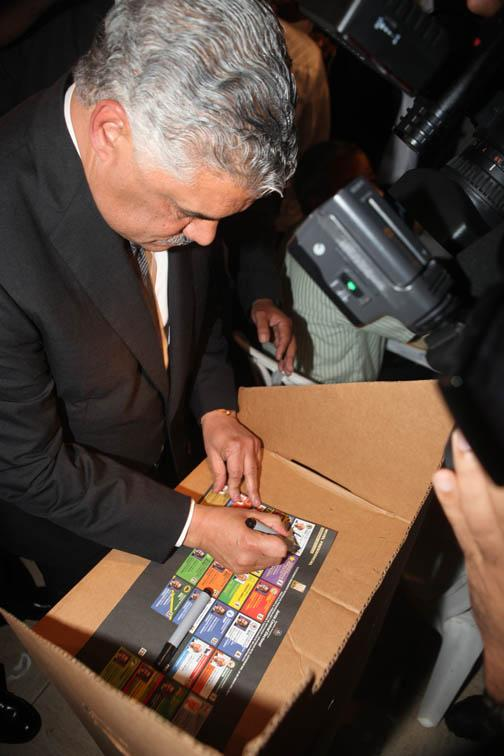 Citan a Miguel Vargas mediante acto de alguacil por supuesta traición al PRD, según Eduardo Jorge Prats
