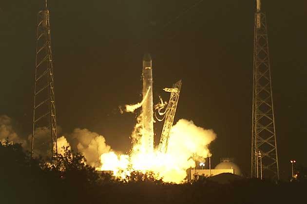 Lanzamiento de Dragón, la primera cápsula espacial de la empresa privada