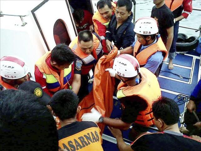 Avistados 40 supervivientes en el casco del barco hundido en Indonesia