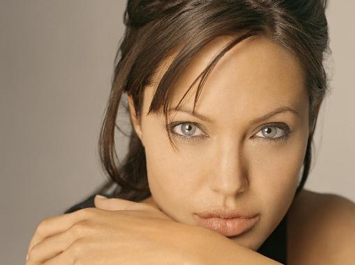 Angelina Jolie se transforma en la bruja Maléfica de