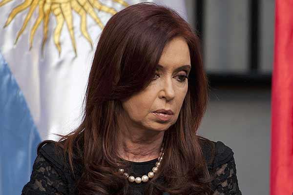 Argentina lamenta que Reino Unido desoiga llamados a negociar por Malvinas