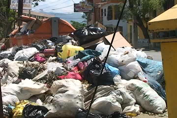 Población al grito en Santiago por acumulación de basura; temen brote de enfermedades