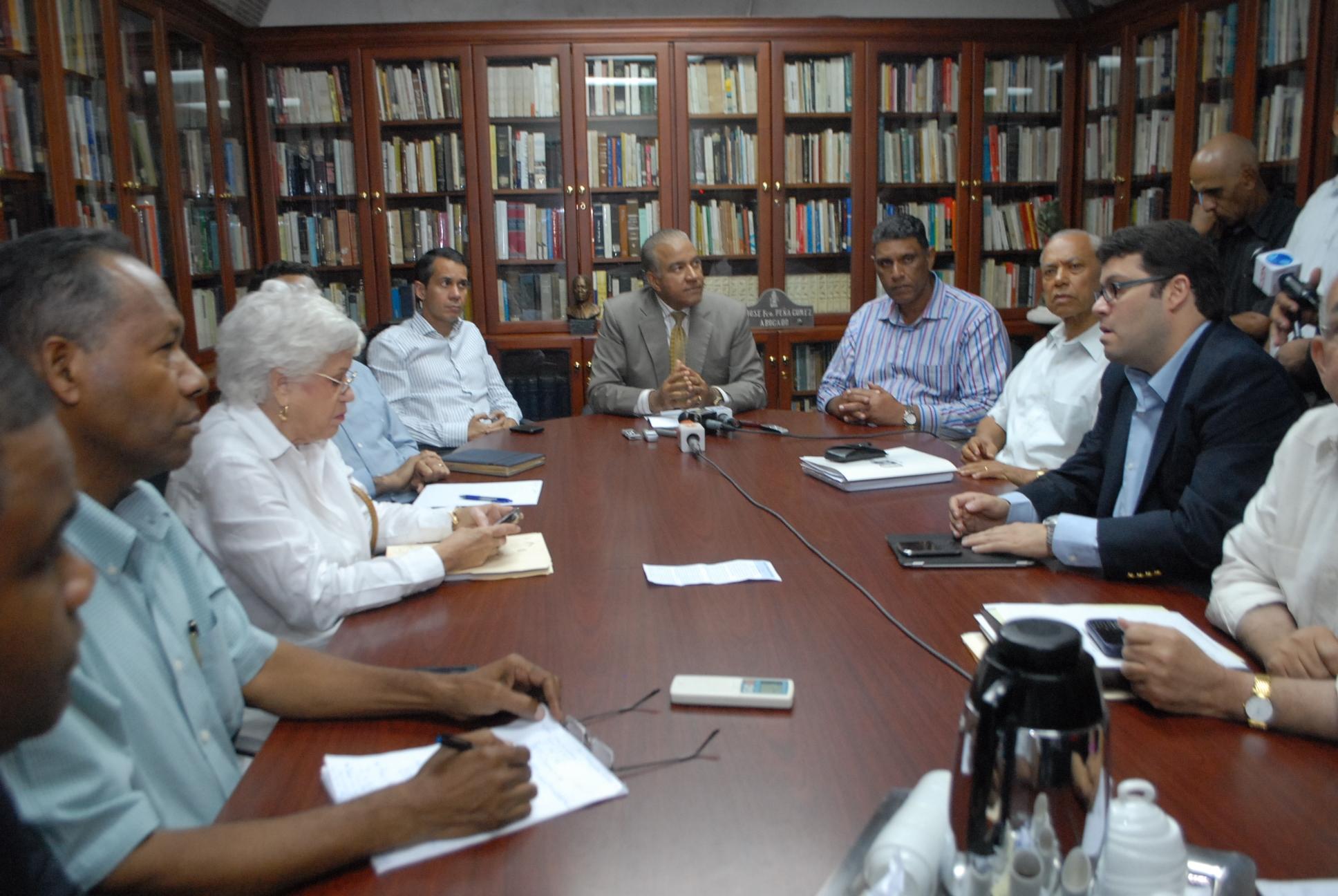Presidente  del  PRD defiende  decisiones del Comité Ejecutivo Nacional