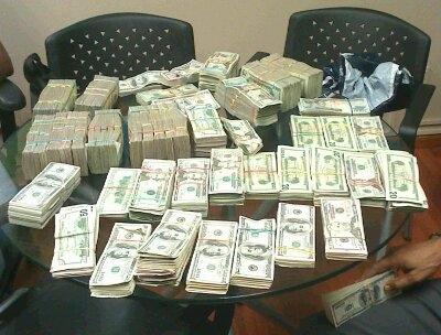 Ocupa RD$3.9 millones y US$425,480 durante allanamientos a tienda en SDE