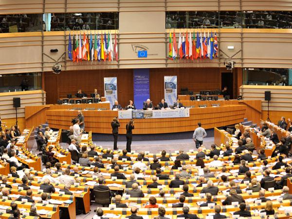 Unión Europea acuerda nuevas sanciones contra Rusia y 24 personas más