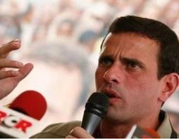 Capriles critica