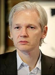 La Policía británica pide a Assange que comparezca en comisaría