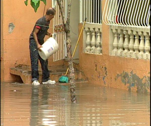 Siete provincias bajo alerta por lluvias; se registran inundaciones