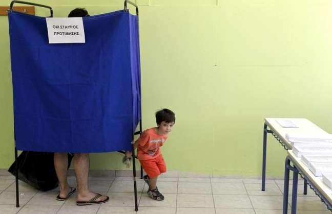 Los griegos votan entre la esperanza y el miedo al cambio de rumbo