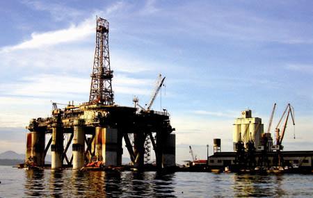 El petróleo de Texas sube el 0.9 % y cierra en 84.03 dólares por barril