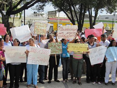 Maestros protestan por terrenos en Cotuí