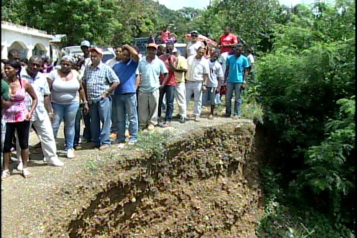 Moradores de Pedro Brand protestan por el mal estado de sus calles