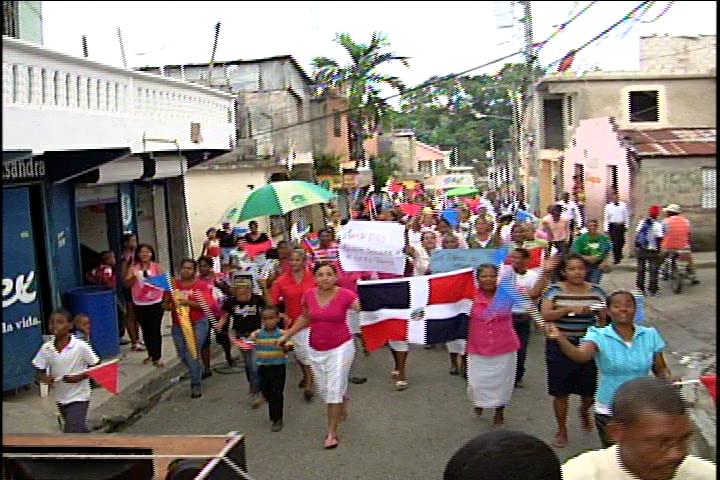 Evangélicos marchan exigiendo cese la violencia y feminicidios en el país