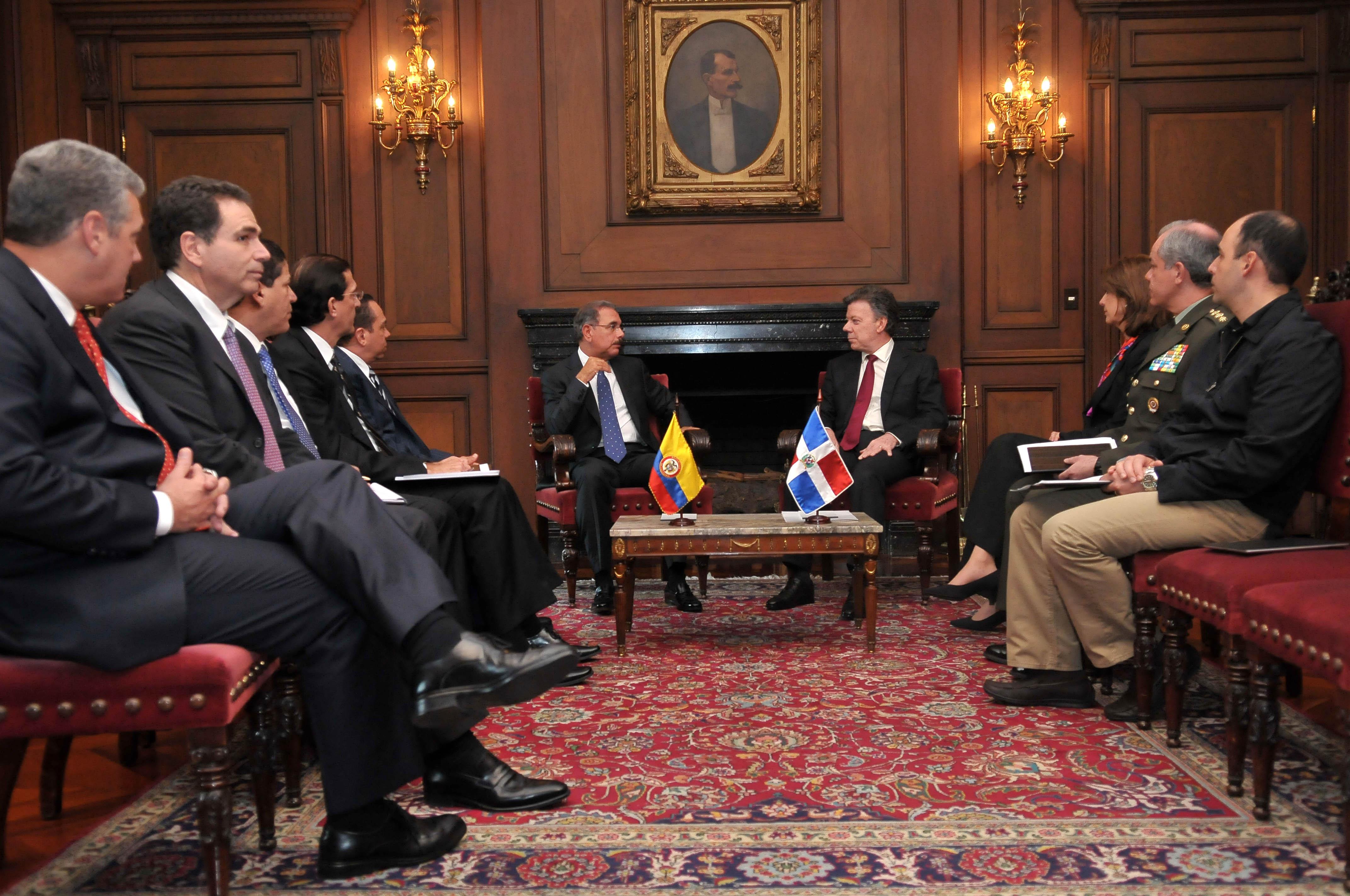 Danilo Medina y presidente colombiano hablan de seguridad