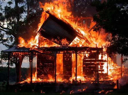 Incendio destruye alrededor de 14 viviendas en La Romana