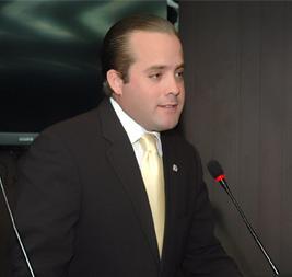 Partidos llevan candidatos que hacen lo que sea para ganar, dice diputado