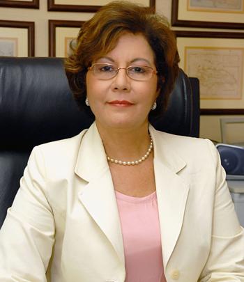 Ministra instruye a centros educativos a respetar vigencia de libros de texto por cuatro años
