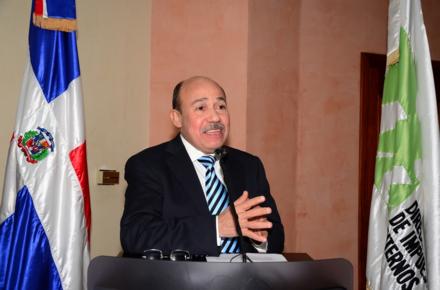 Imprescindible rediseñar Reforma Tributaria para beneficio del país, según director DGII