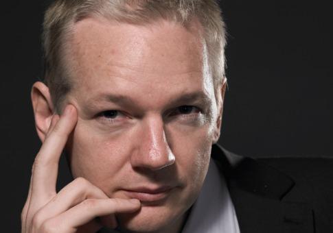 Madre de Assange teme pena de muerte o torturas si su hijo va a EE.UU.