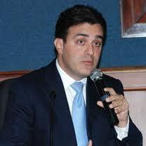 Jurista presenta tiquetes de avión de Mejía a México ante acusación de Wilton Guerrero