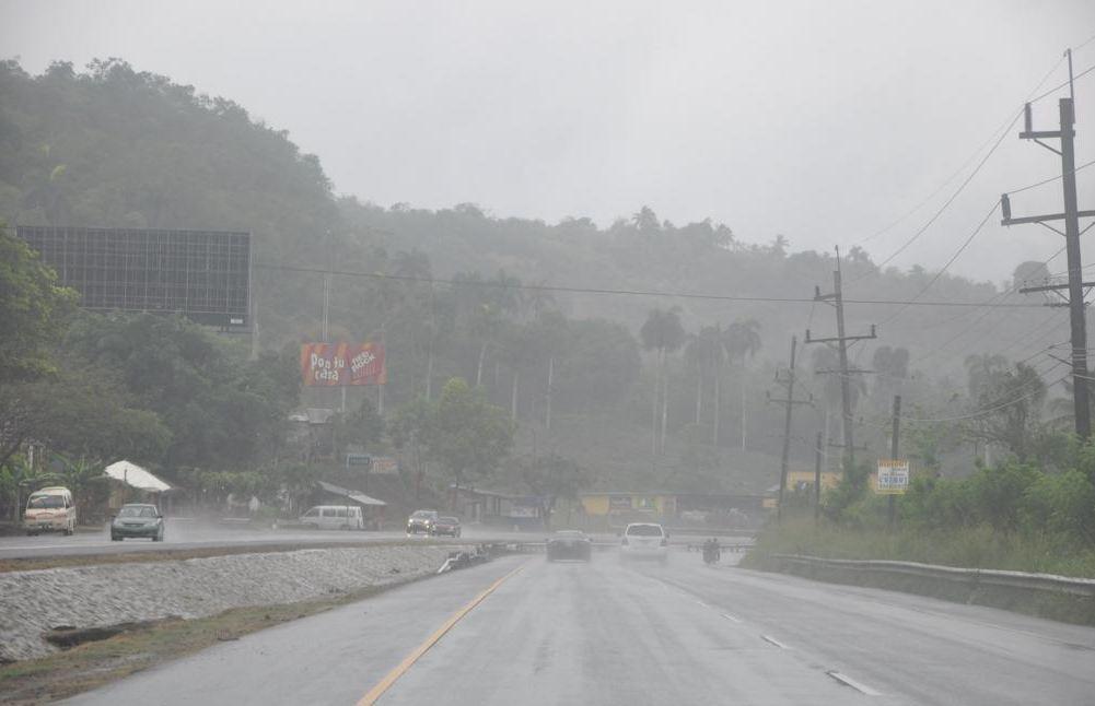 Presidente Fernández suspende inauguraciones por lluvia