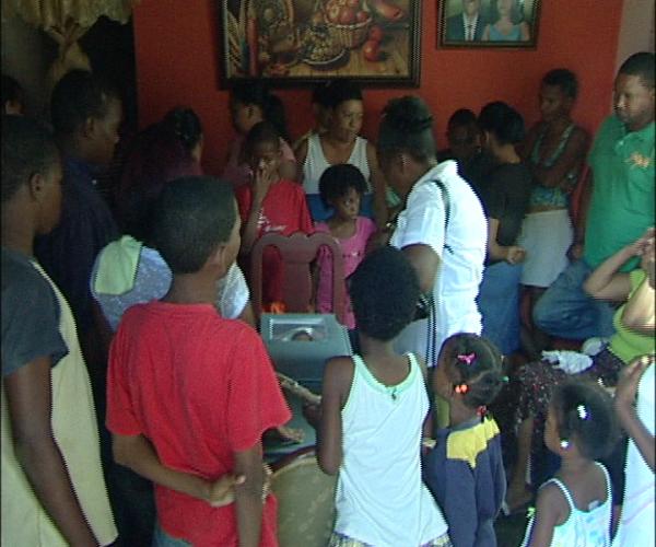 Luto en San Cristóbal tras muerte de niña que involucra vecinos