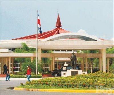 Estudiantes UASD abandonan vicerrectoría tras acuerdo que no le sancionara