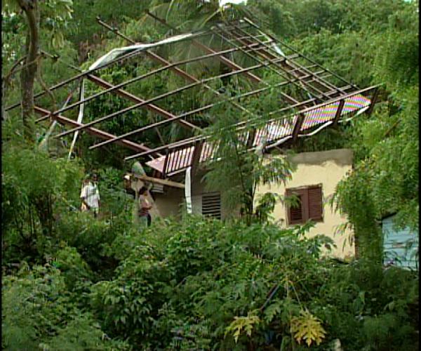 Se recupera persona herida durante ventarrón; comunitarios piden plan preventivo
