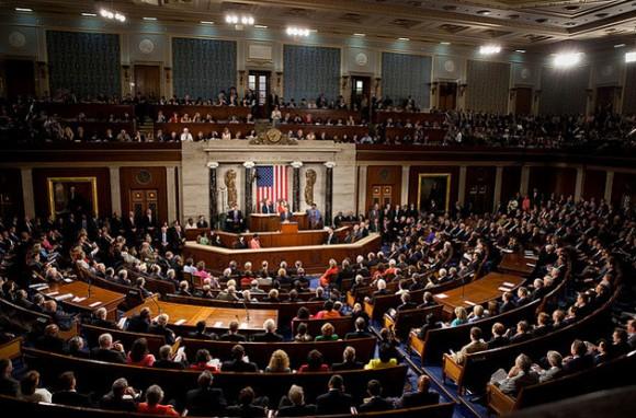 Cámara baja de EE.UU. aprueba endurecer controles a viajeros de 38 países