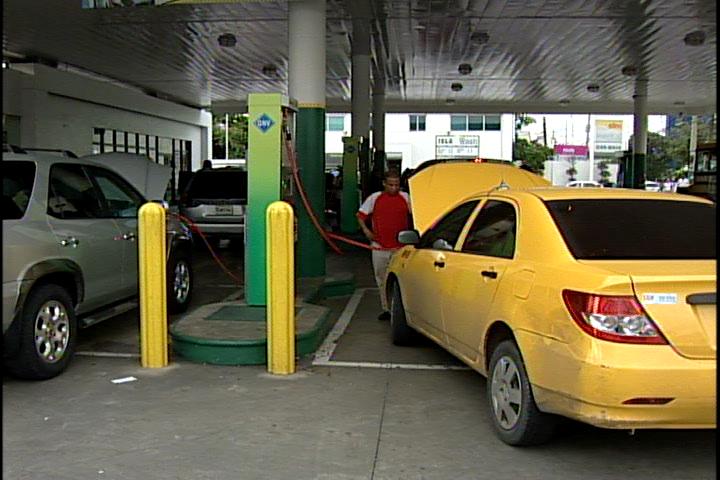 Bajarán un peso al gas natural; congelan precios de los demás combustibles