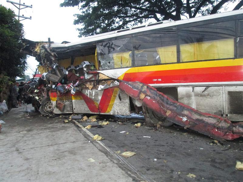 Nueve muertos en el choque de un autobús y un camión en Filipinas