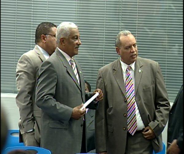 Continúan este martes desacuerdos entre diputados del PRD