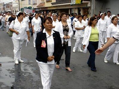 Enfermeras pensionadas denuncian falta de pago desde hace dos meses