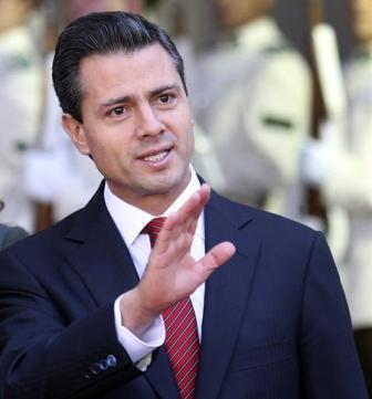 Peña Nieto viaja a China en ambiente de tensión social por 43 desaparecidos