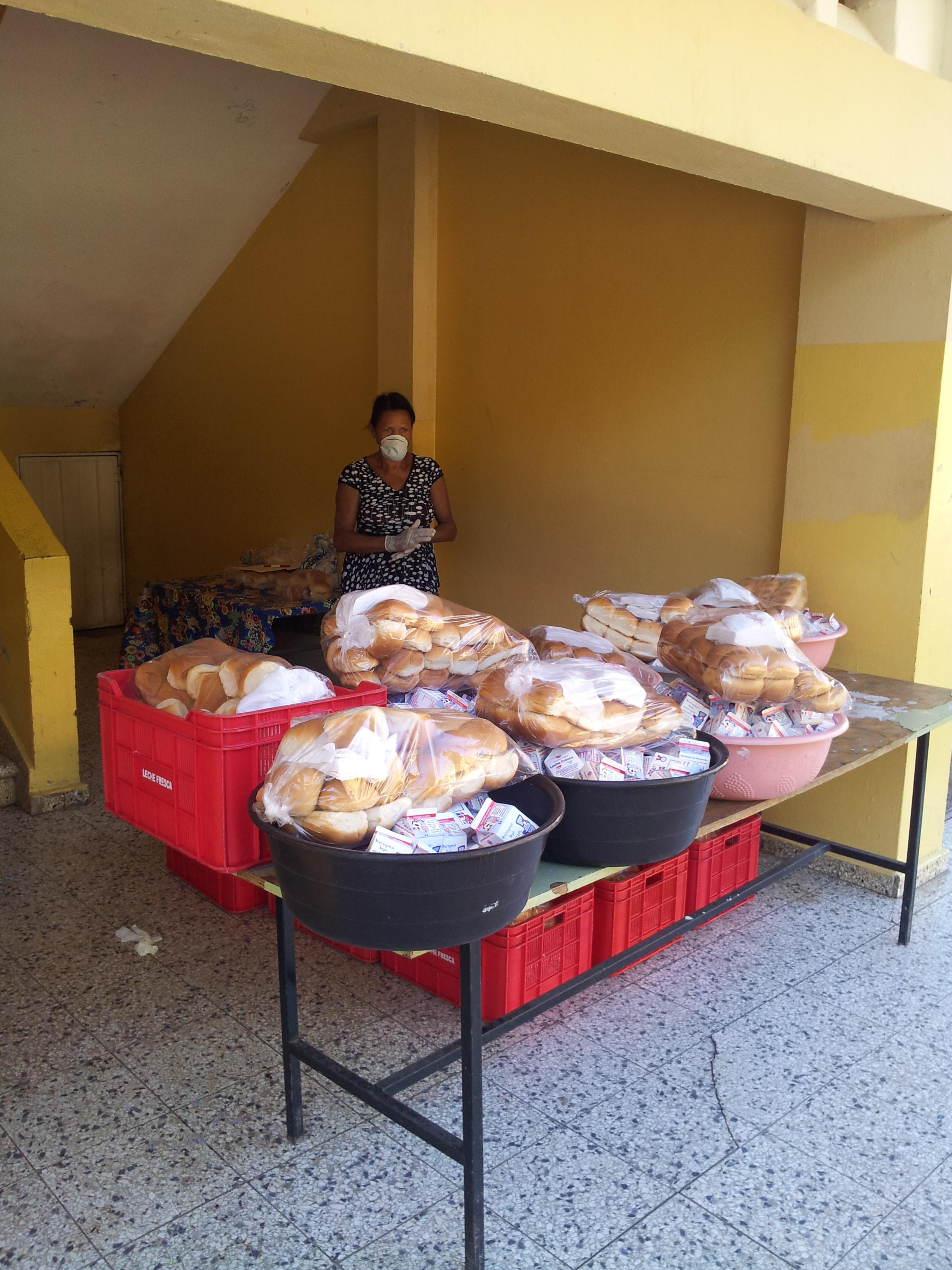 Reanudan entrega del desayuno escolar