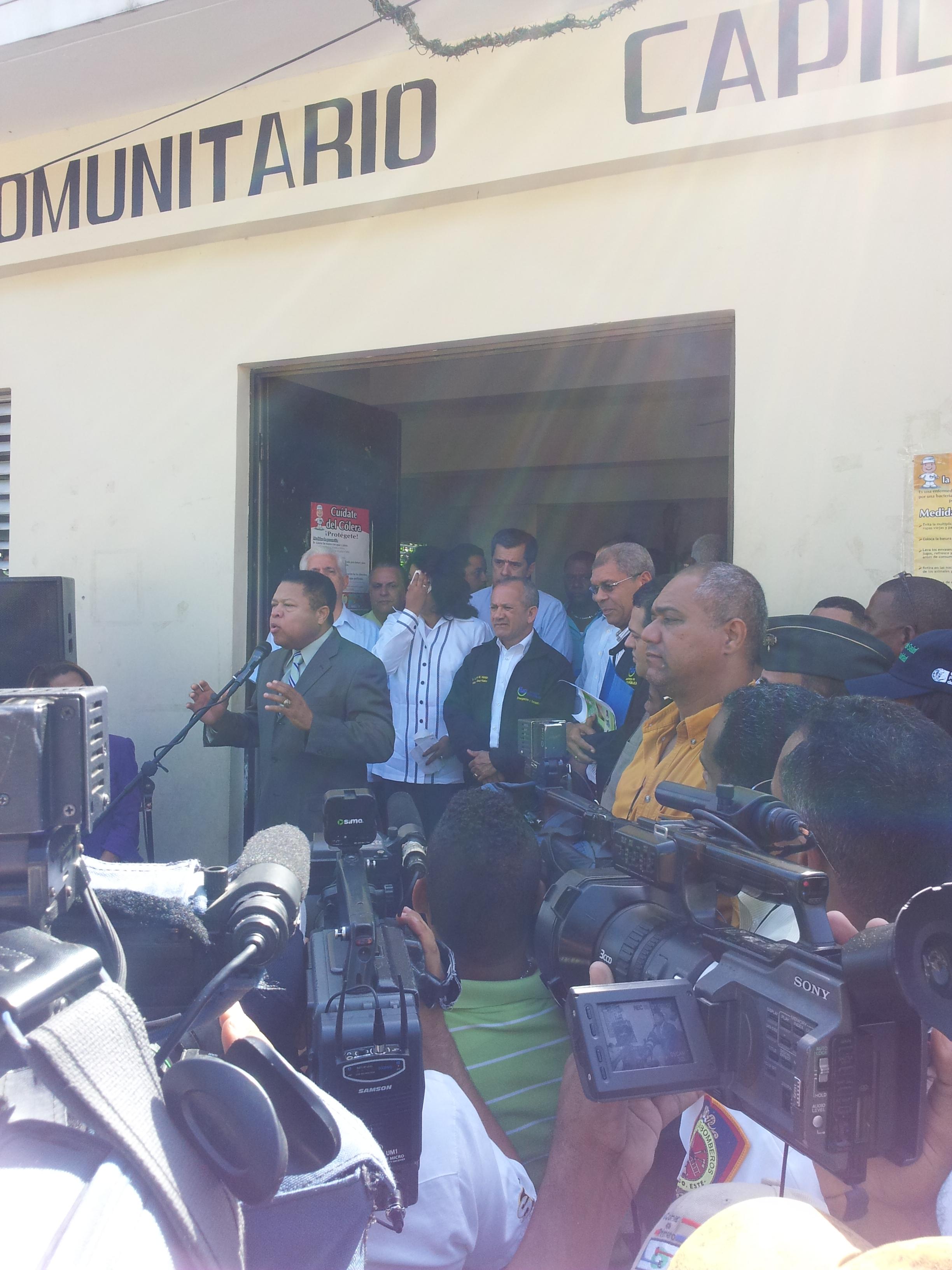 Autoridades inician jornada preventiva de salud tras paso de Isaac