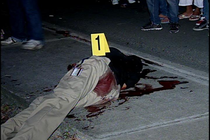 Hallan hombre muerto de varios disparos en autopista Las Américas