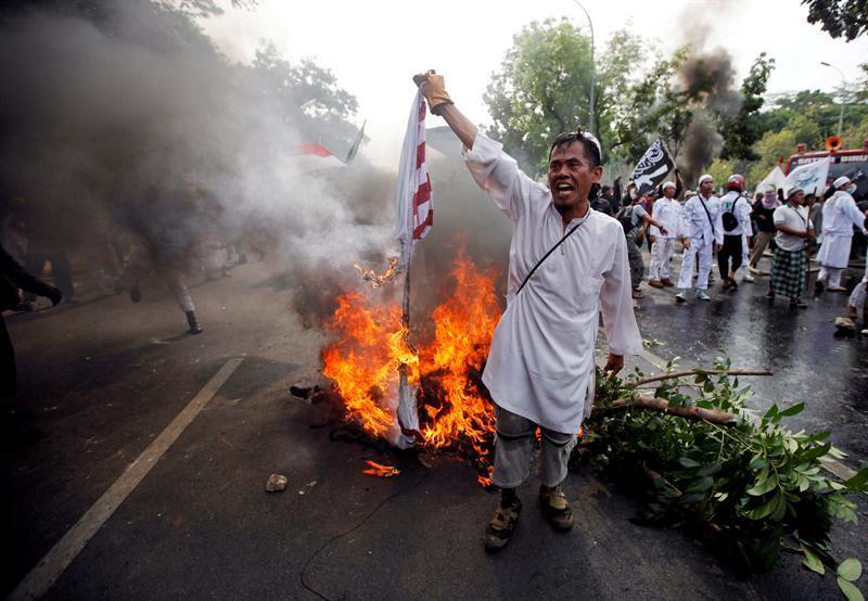 Un muerto y decenas de heridos en nuevas protestas contra el video de Mahoma