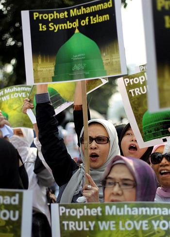 Unas 400 personas protestan ante la embajada de EE.UU. en Indonesia