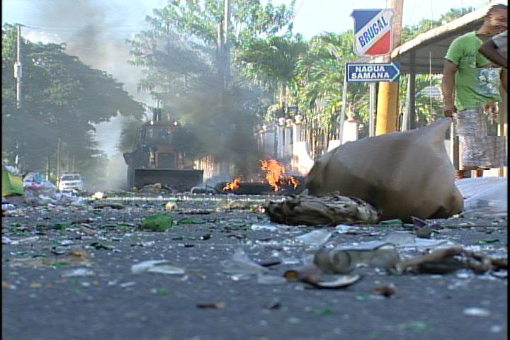 Continúan las protestas en Pimentel por falta de electricidad