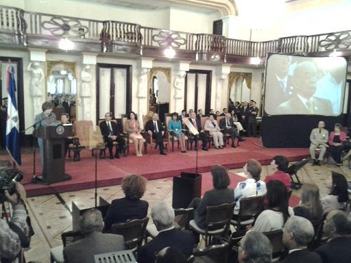 """Presidente Medina presenta plan de alfabetización """"Quisqueya aprende contigo"""""""