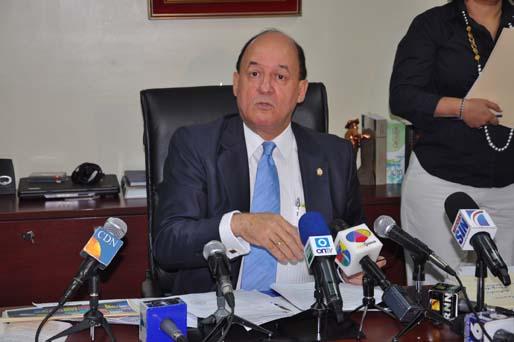 Senador de Samaná rechaza juicios políticos contra el expresidente Fernández