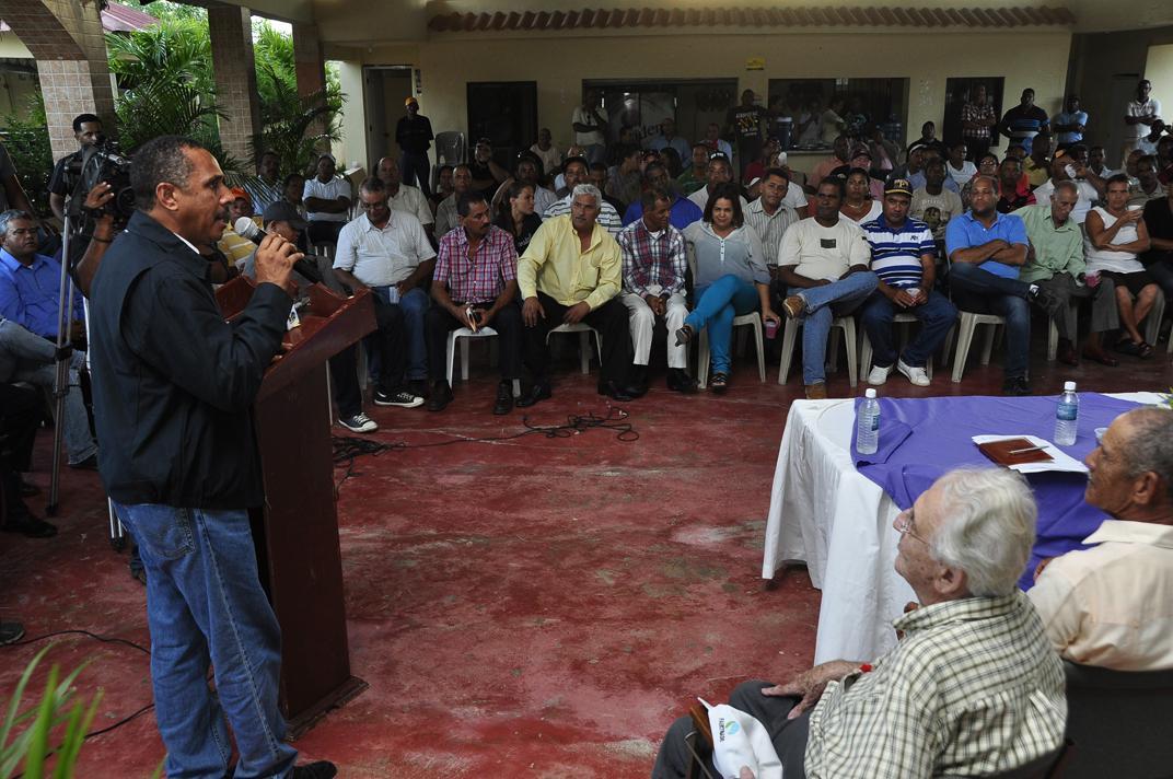 Director Indrhi propone a productores alianza estratégica para transformar sector riego