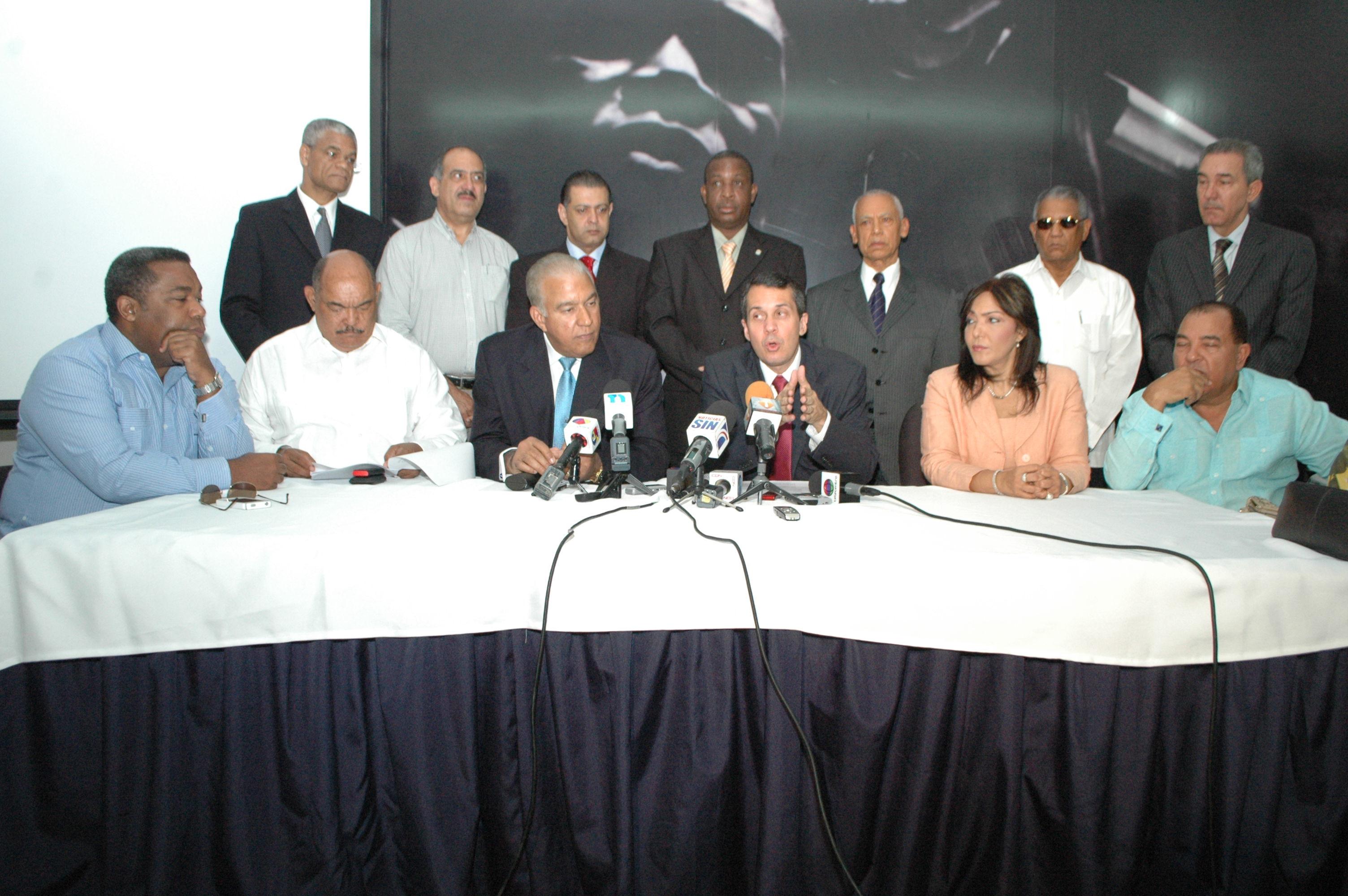 Solicitan a Miguel Vargas y a Orlando Jorge Mera convocar la Comisión Política del PRD