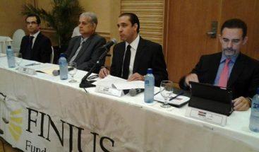Finjus: Modificar Constitución para reelección tendría un costo político
