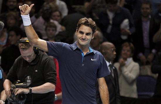 Federer pasa por la vía rápida a tercera ronda frente a Granollers