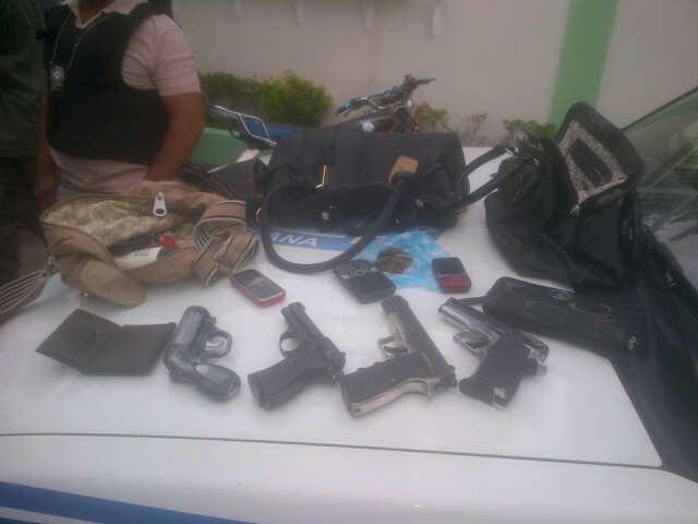 Ocupan a presunta banda de sicarios pertrechos militares