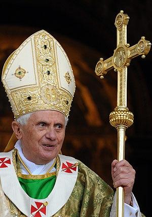 Benedicto XVI dice que el hombre y la mujer