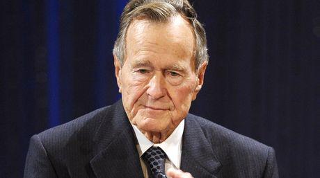 Expresidente George W.H. Bush es hospitalizado por problemas respiratorios