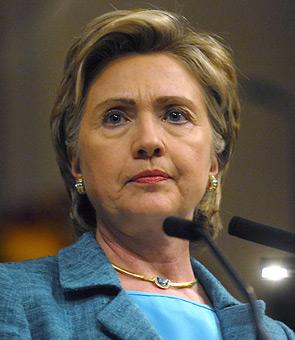 Clinton ataca a Trump por su apoyo a figuras como Putin o Sadam Huseín